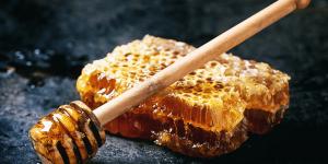 فوائد العسل الأبيض على الريق