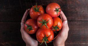 فوائد و اضرار اكل الطماطم على الريق
