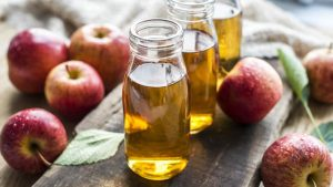 فوائد شرب خل التفاح على الريق