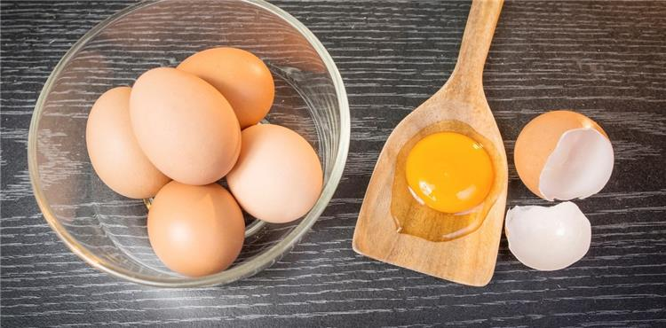 فوائد و اضرار البيض البلدي الني على الريق