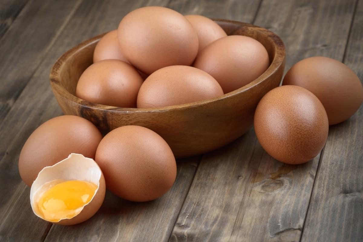اضرار تناول البيض النيئ علي الريق
